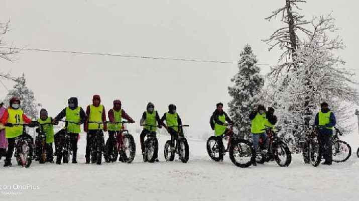 Jammu & Kashmir: Director Tourism, Kashmir kick starts Winter Sports activities at world famous Gulmarg Ski resort, Urges youth to enthusiastically participate in winter games 1