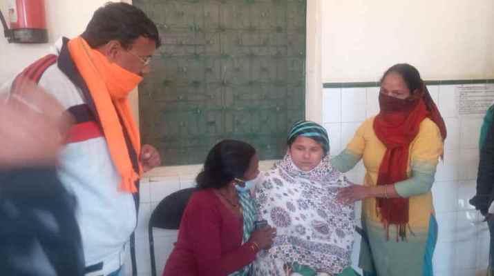 पिथौरागढ़ चांडक क्षेत्र में घास काट रही महिला पर गुलदार का हमला, घायल को मुआवजा देने की मांग 1