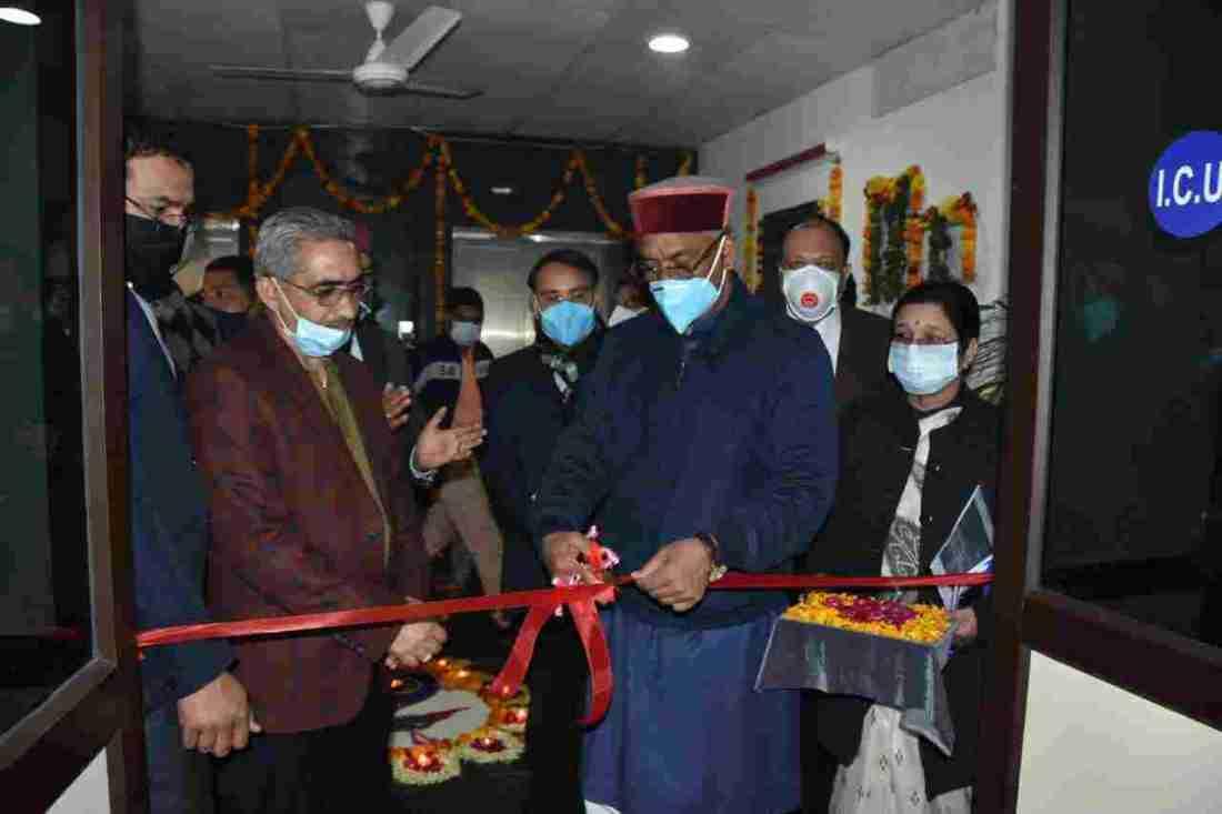 मुख्यमंत्री ने गांधी शताब्दि चिकित्सालय में 132 नई एम्बुलेंस का किया फ्लैग ऑफ़ 2