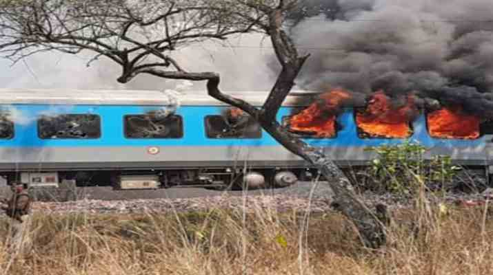 दिल्ली-देहरादून जन शताब्दी एक्सप्रेस की एक बोगी में लगी भयानक आग, सभी यात्री सुरक्षित 1