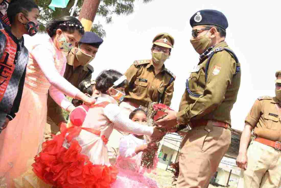 पुलिस महानिदेशक, अशोक कुमार आज पिथौरागढ़ के दौरे पर, विभिन्न समस्याओं का किया मौके पर ही समाधान 2