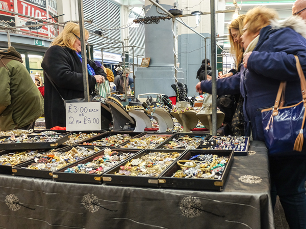 Covent Garden antiques market | Hello Victoria