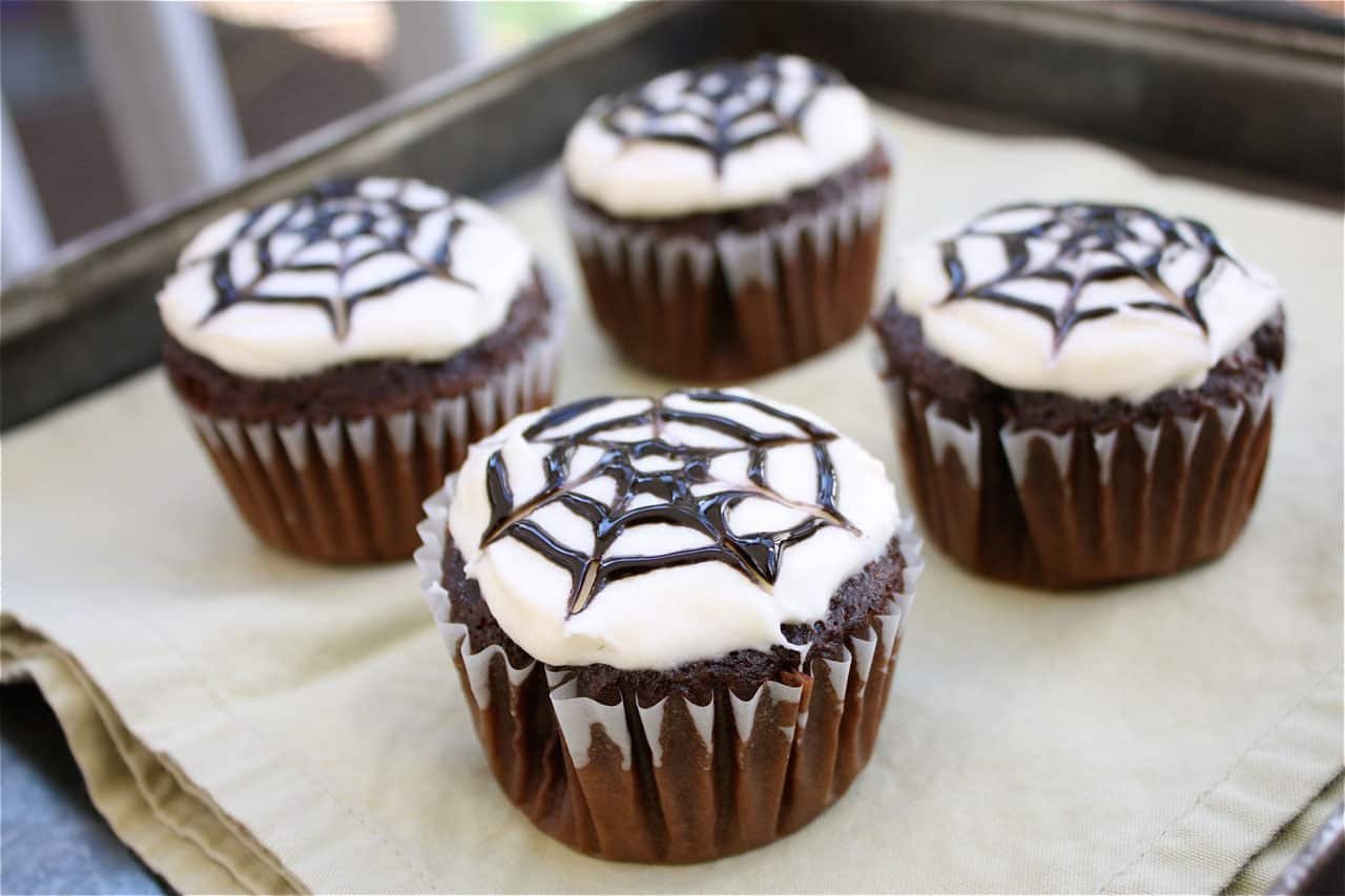 10 Easy Halloween Cupcakes To Make