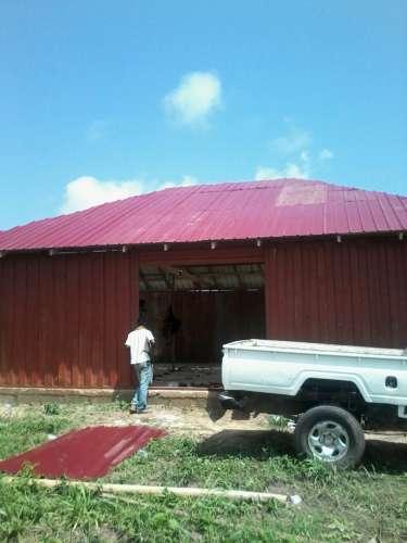 De bouw van de nieuwe school vordert gestaag