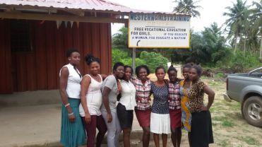 De leerlingen bij de school