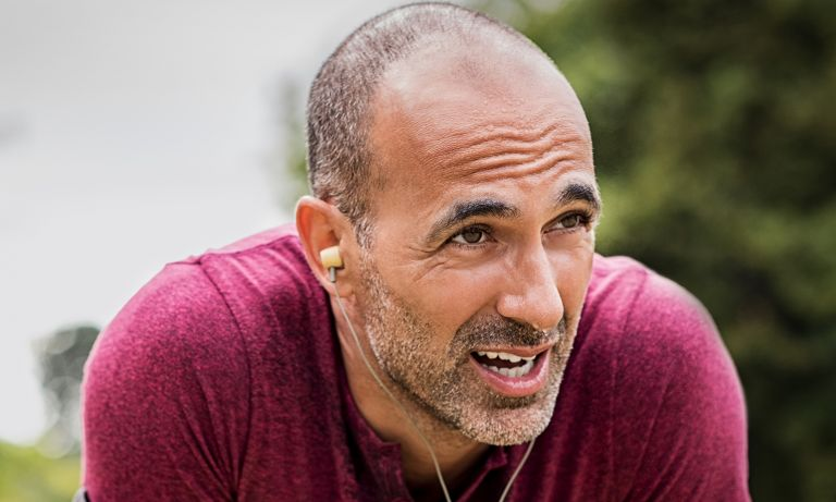 man pausing during outdoor running 768 - HEALTH AND FITNESS