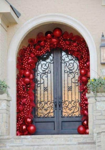 stunning-christmas-front-door-decor-ideas-17