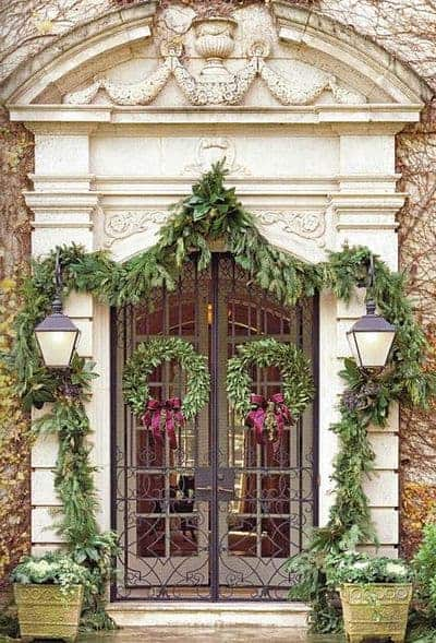 stunning-christmas-front-door-decor-ideas-27
