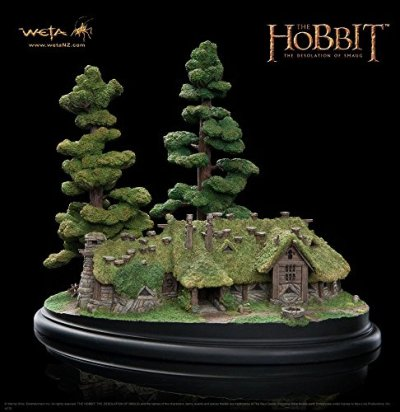Le-Hobbit-La-Dsolation-de-Smaug-diorama-The-House-of-Beorn-24-cm-0