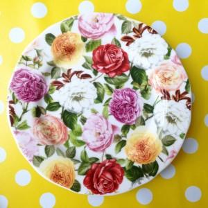 bord met bloemen uit de webwinkel van retroloekie in de blog van hemelsblauw