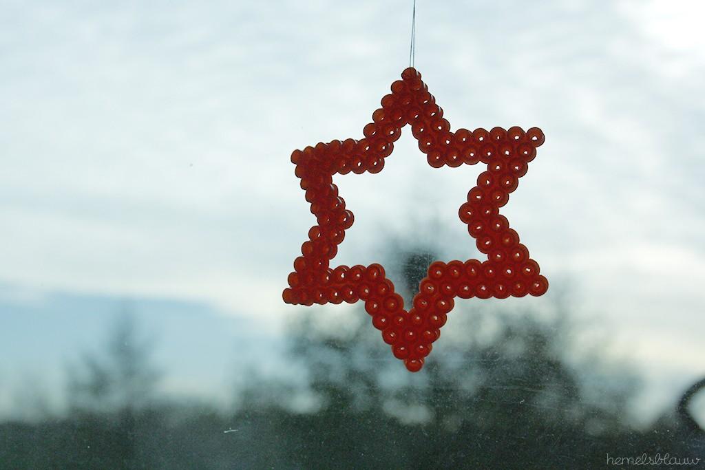 sterretje van strijkkralen voor het raam leuke kerstdecoratie van hemelsblauw