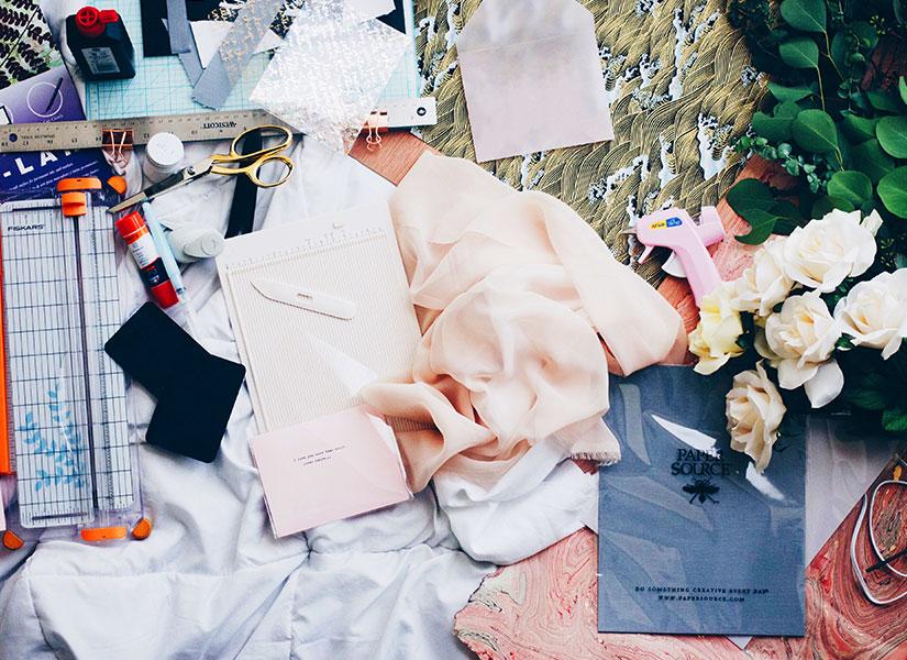 DIY: 6 ideeën om je kleding een zomers tintje te geven