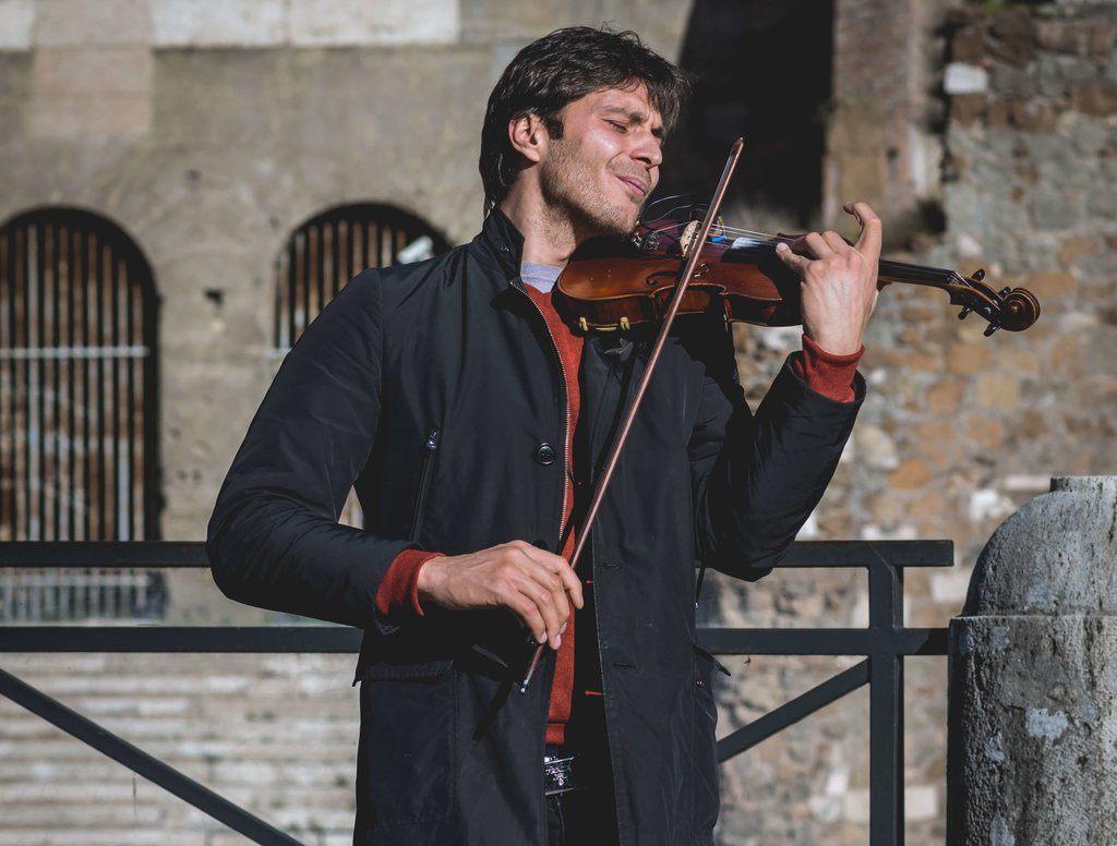 alex-blajan-jouant-du-violon