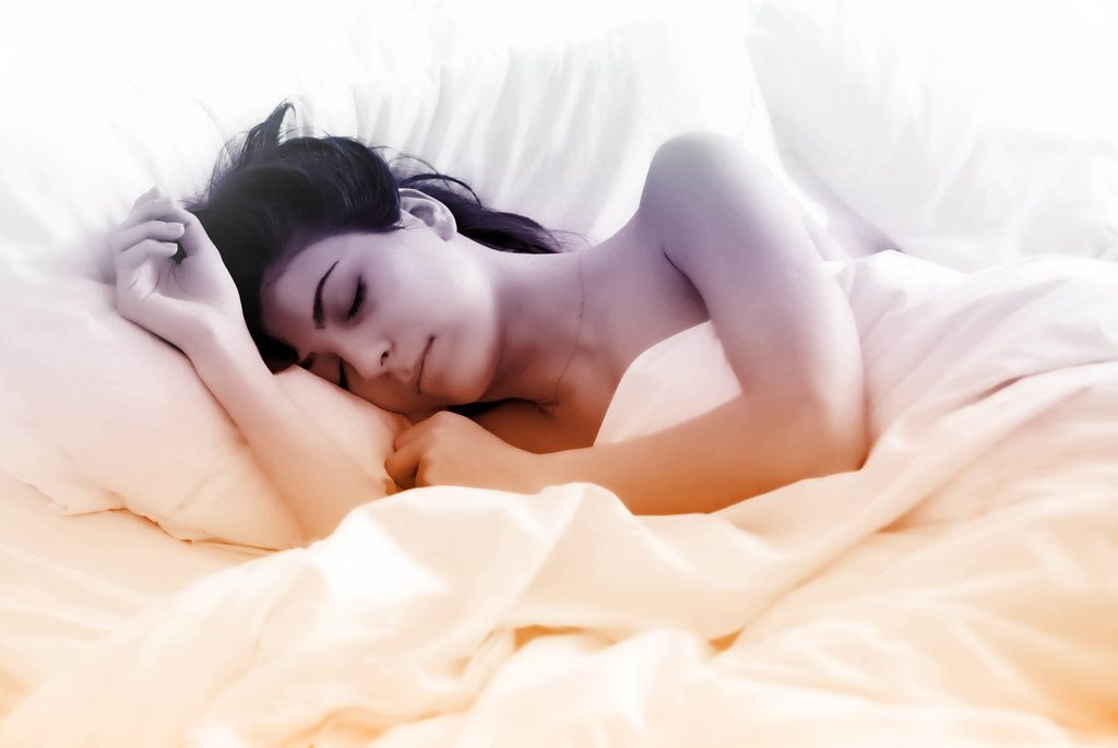 jolie_femme_qui_dort