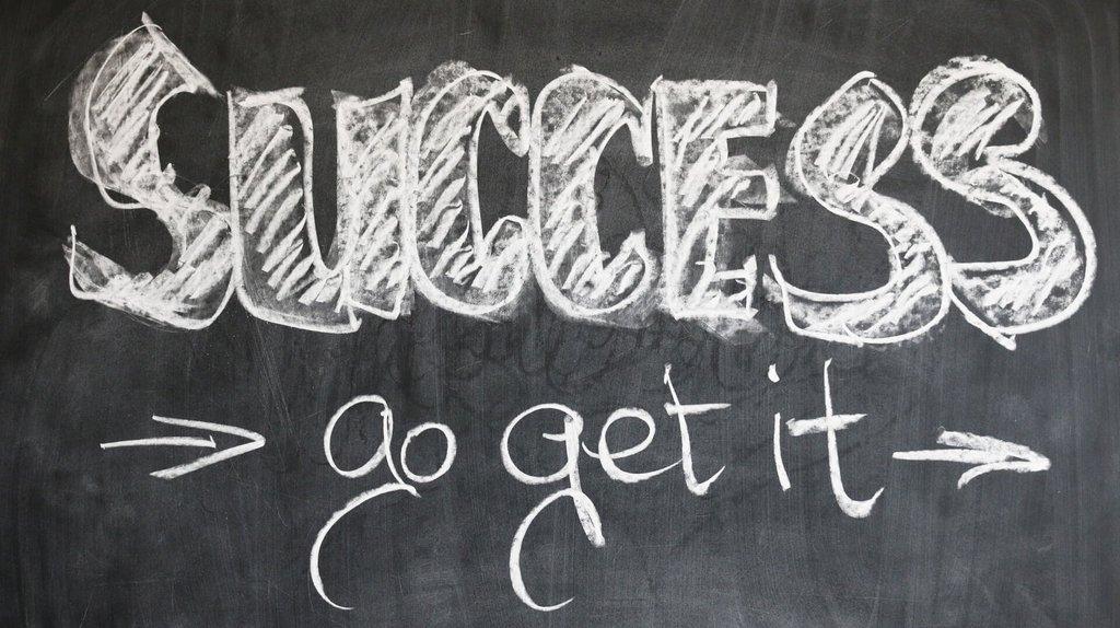 succès écrit sur tableau en ardoise