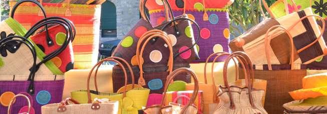 bandeau de la page d'accueil des marchés : sacs colorés