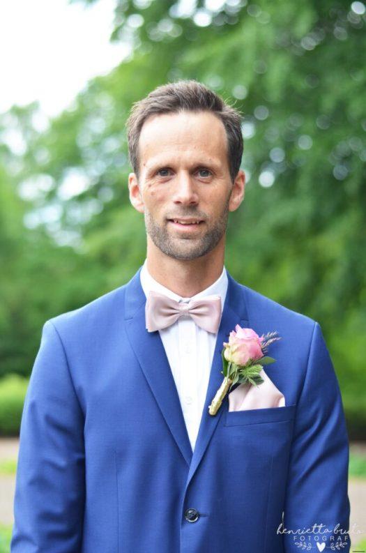 Kurorten falköping, Falköping, Fotograf i falköping, Bröllopsfotograf i falköping, bröllopsfotogra, fotograf skaraborg, fotograf skövde, bröllop i Falköping, Barnfotograf i falköping, skara, tidaholm, Jönköping, Tyll, brudbukett, blå kostym