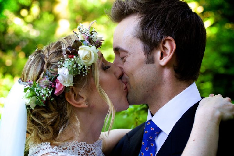 Newlyweds kissing at Ramster in Surry