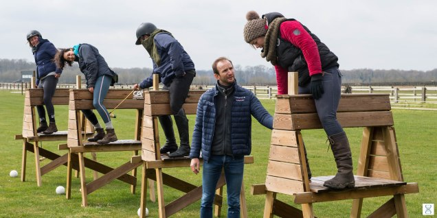 Training on the wooden horses of the Polo-Club of Apremont
