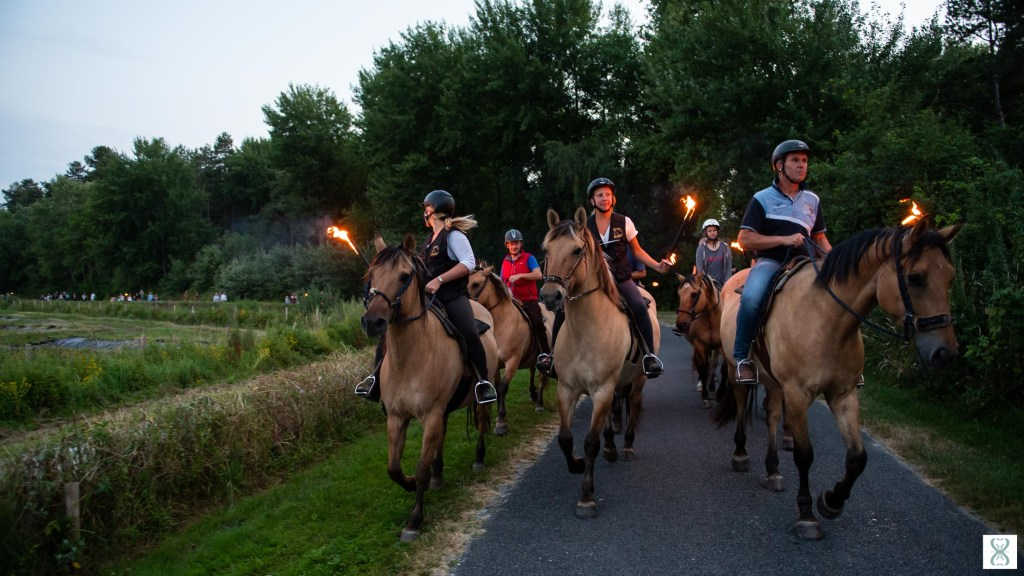 Torchlight procession with Henson horses in Saint-Quentin-en-Tourmont