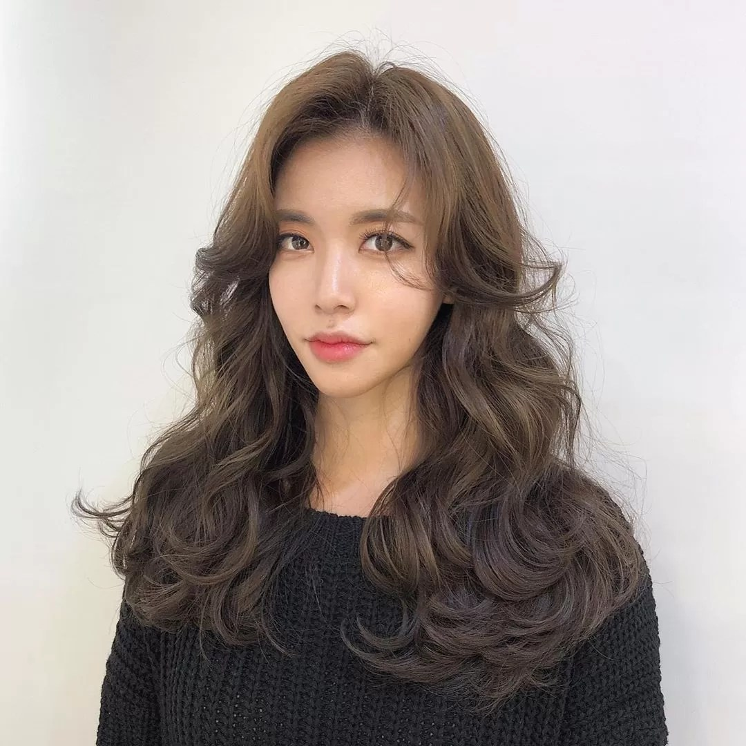 Flipped Up Layered haircut with volume