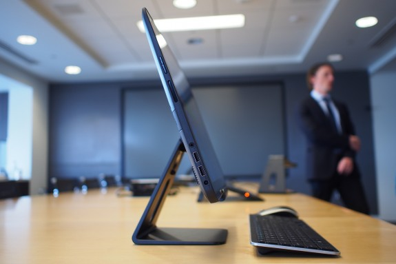 dell-xps-18-side-view