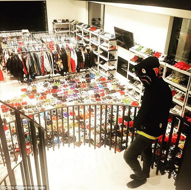 See Chris Brownu0027s U0027Huge And Spaciousu0027 Shoe Closet