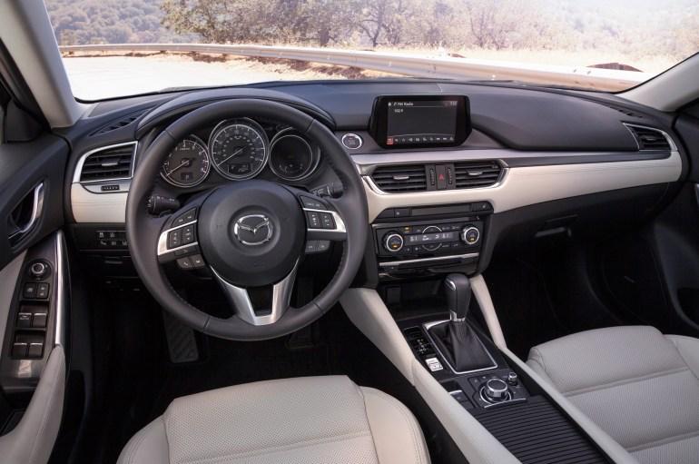 2016-Mazda6-cockpit
