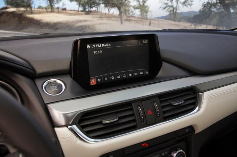 2016-Mazda6-dash-screen