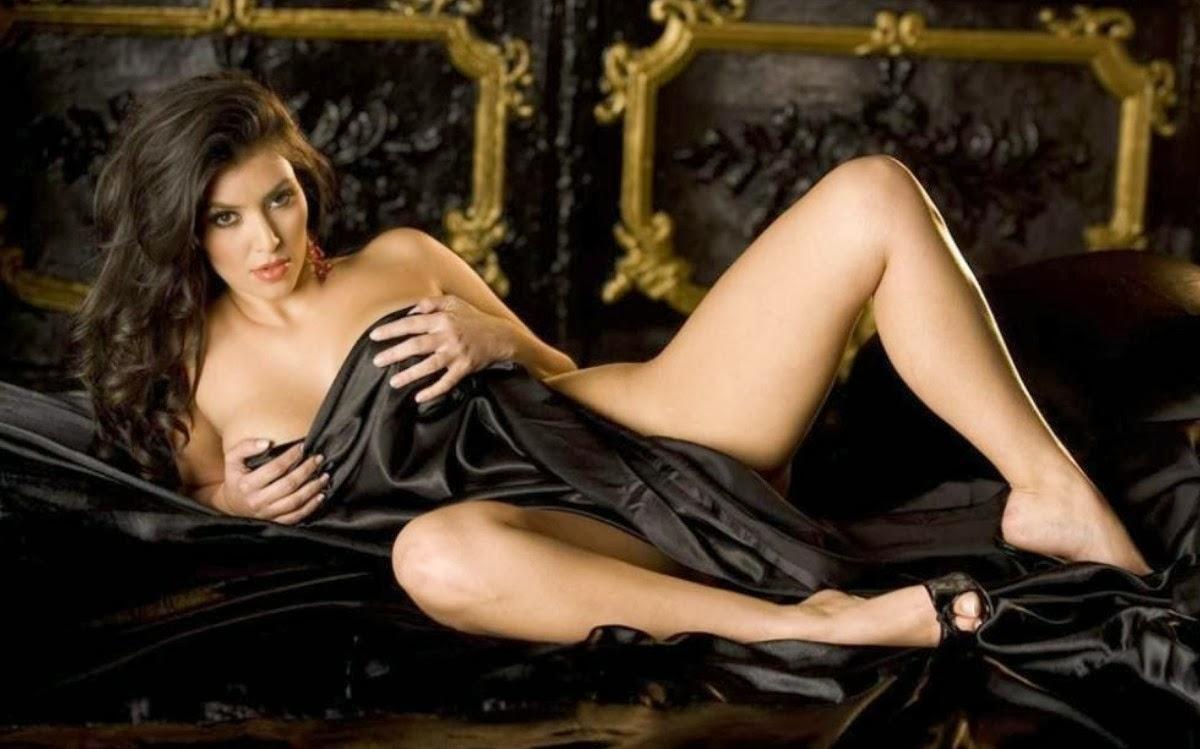 Internet In Uproar As Kim Kardashian Posts Nude Pic Taken -8921