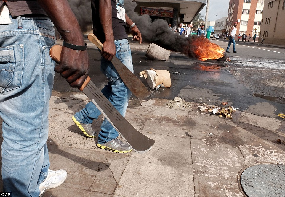 2799A3A000000578-3043276-Fighting_back_Immigrants_carrying_machetes_have_clashed_with_pol-a-10_1429310762990