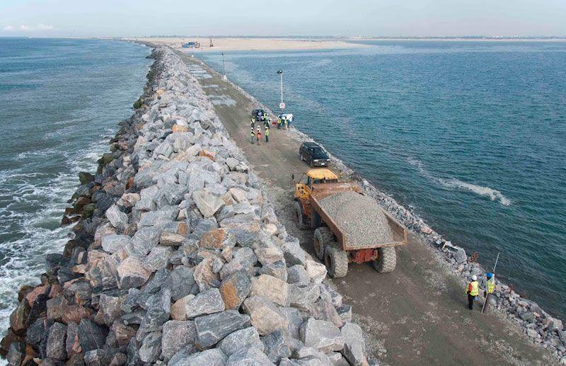 Construction of Eko Atlantic's Great Wall