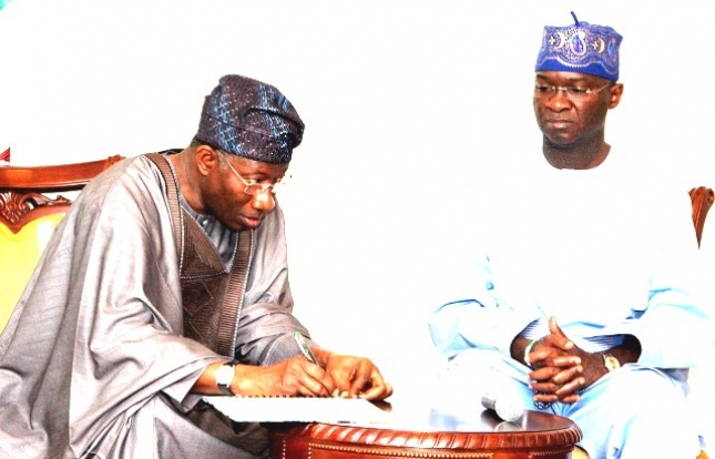 Jonathan Mocks Fashola Over Power Sector Woes