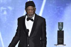 morgan freeman collects sag award for lifetime achievment