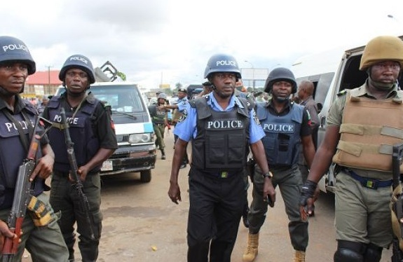 Nigerian-police-officers-at-work