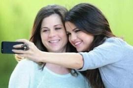 selena gomez with her mom