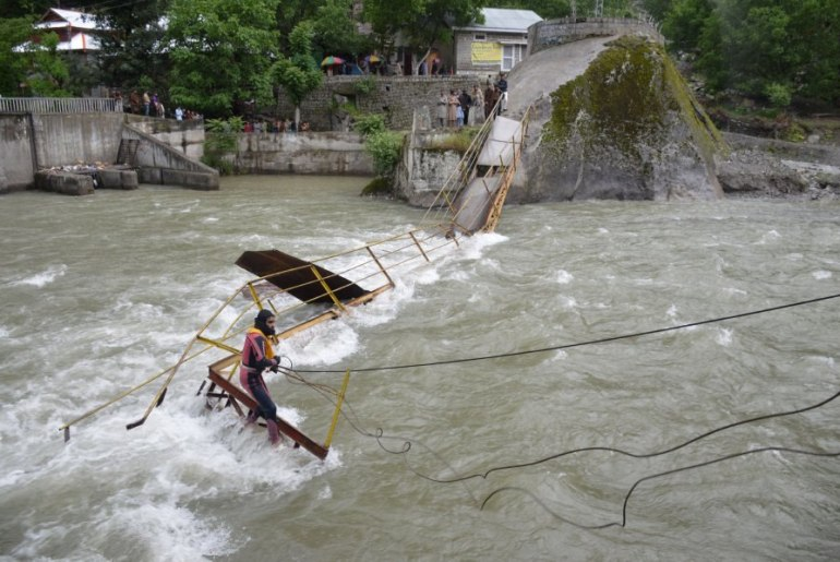 pakistani kashmir footbridge which collapsed killing 5 and leaving twelve missing