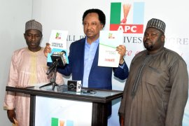 Shehu Sani picking up nomination form