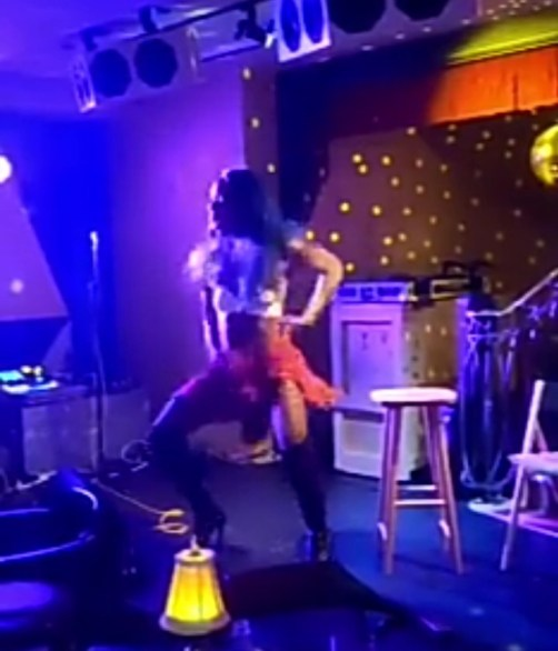 Audience screams as Bisi Alimi twerks up a storm in complete female outfit (video)