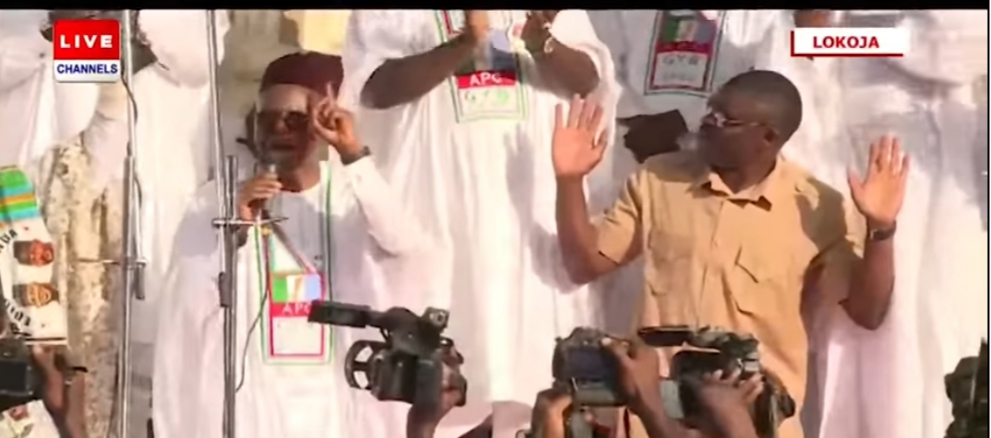 El-Rufai Kneels, Begs for votes in Kogi Yahaya Bello and vote for him again (Photos)