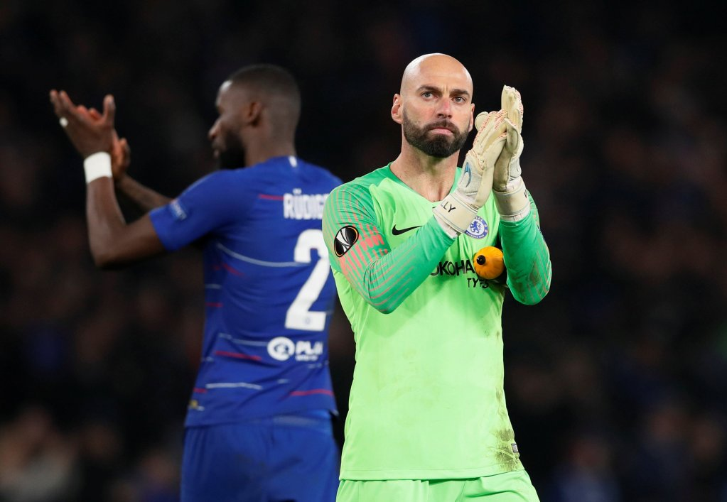 190221 Fotboll, Europa League Soccer Football - Europa League - Round of 32 Second Leg - Chelsea v Malmo - Stamford Bridge, London, Britain - February 21, 2019  Chelsea's Willy Caballero applauds fans after the match                    REUTERS/David Klein  © Bildbyrån - COP 7 - SWEDEN ONLY