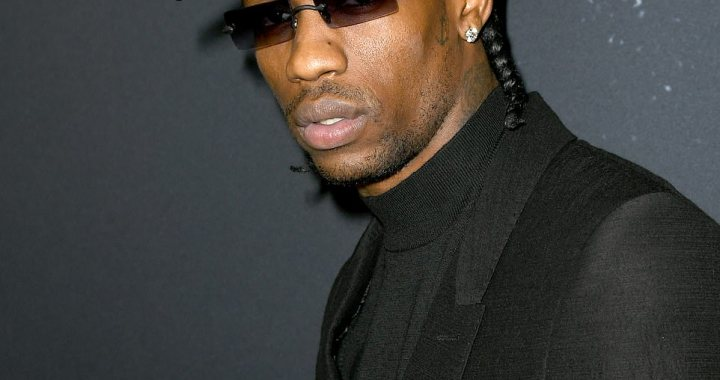 29836750-8441429-Living_it_up_The_28_year_old_rapper_paid_the_entire_23_5_million-a-74_1592608918350