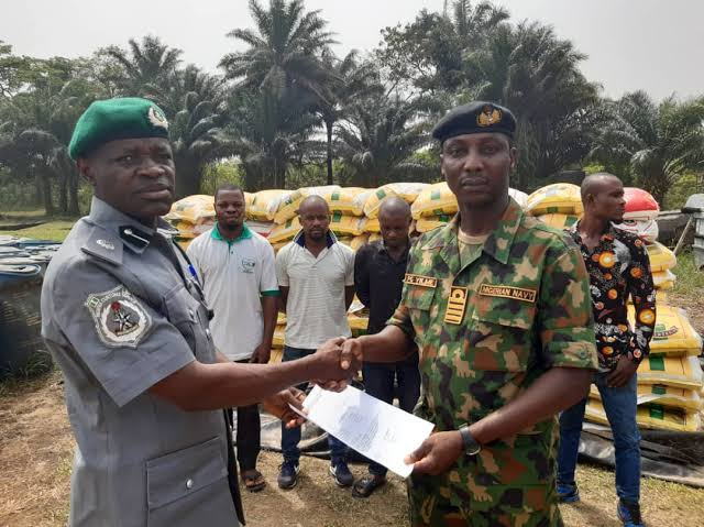 Nigerian Navy hands over smuggled rice, turkey, other items worth N15m to  NCS ⋆