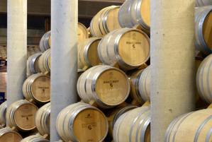 Sala de barricas. Bodegas y viñedos Heras Cordón