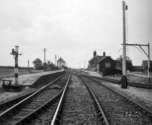 AOS P 2784  twenty railway station 1960 seen from spalding end