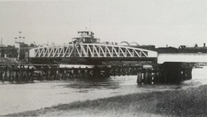 Cross Keys Bridge at Sutton  Bridge in 1918. It had been opened to replace an earlier bridge which had been built a hundred yards downstream.