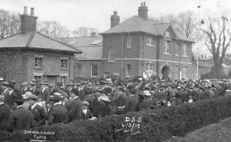 Crowds gather in Haverfield Road, Spalding on Sunday 4th May 1919