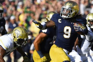 Jaylon Smith recovers a fumble during the second half at Notre Dame Stadium. Mike DiNovo-USA TODAY Sports