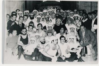 Primera cuadrilla de hermanos costaleros en la Hermandad y en Sevilla (1973)