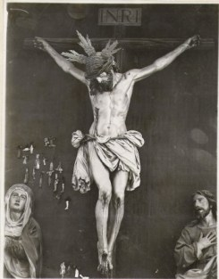 Fotografía del Cristo de la Buena Muerte previa a la fundación de la Hermandad con potencias y corona de espinas
